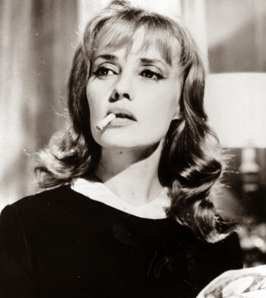 Jeanne Moreau dangle