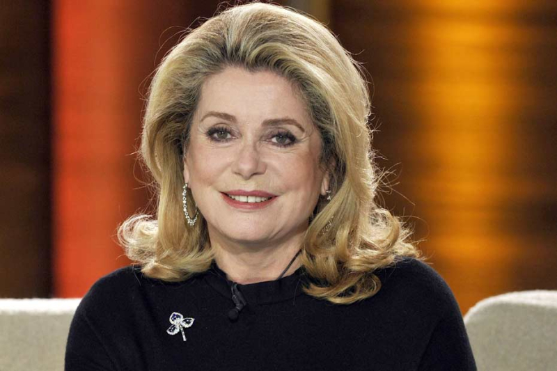 La-nuit-Catherine-Deneuve-regarde-Mad-Men