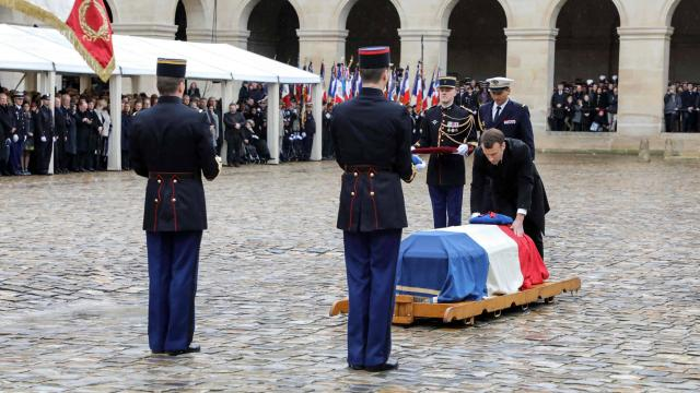 Direct-video-hommage-arnaud-beltrame-emmanuel-macron-lui-remet-la-legion-d-honneur